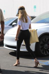 olivia-jade-giannulli-at-dwts-rehearsals-in-hollywood-09-02-5.jpg