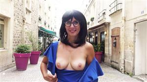 jacquieetmicheltv-21-08-20-marie-42-stands-out-with-candie.jpg